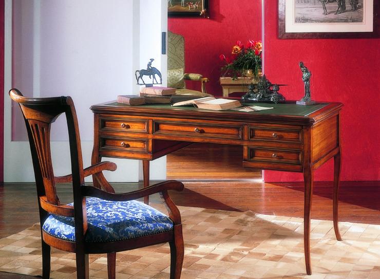 F725 íróasztal-1